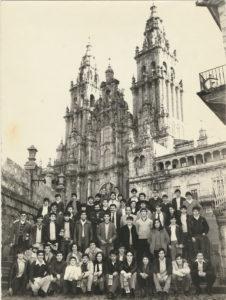 13ª e 14ª Promoción de visita ao Hostal dos Reis Catolicos na praza do Obradoiro 1980